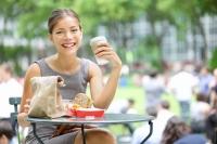 Kurze Mittagspausen während der Arbeit in Frankreich: so spart der Arbeitgeber 16 Tage
