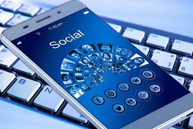 Comment utiliser les réseaux sociaux (Xing / LinkedIn / Facebook) pour trouver un emploi en Allemagne ?