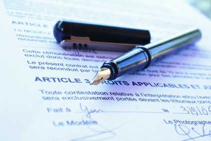 Welche Aspekte sollte man unbedingt vor Unterzeichnung eines französischen Arbeitsvertrags beachten?